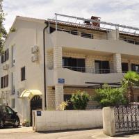 Apartments Lucija-Klara, hotel in Brodarica