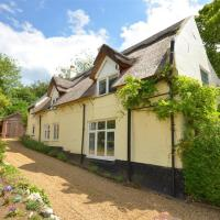 Pleasant holiday home in Horning with pond
