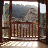 apartamentos turisticos san juan de la peña, hotel in Santa Cruz de la Serós