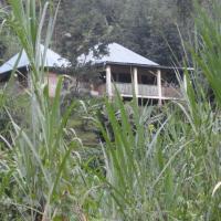Ruboni Community Camp, hotel in Kasese