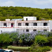Hostal Alocs, hotel a Playa d'Es Figueral