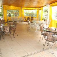 Falcon Crest Suites, hotel en Gaborone