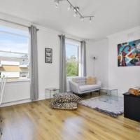 Modern 2BD Flat On The Doorstep Of Queen's Park - London