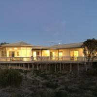 White Sands Holiday Retreat, hotel em Island Beach