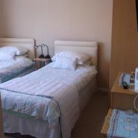 Tremains Guest House, hotel in Bridgend