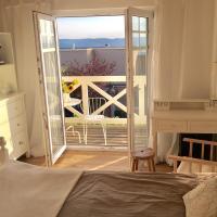 Zimmer mit Bad und Balkon, hotel in Widen