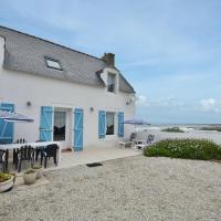 Lovely Beachfront Holiday Home in Penmarch, hotel in Saint-Guénolé