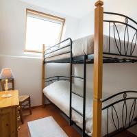 Cozy Holiday Home near Forest in Macon, hôtel à Mâcon