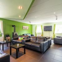 Beautiful Holiday Home in Mellier with Roofed Terrace, hotel sa Mellier