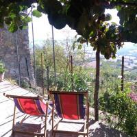 House with stunning views, hotell i Chiusdino