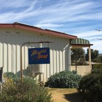 """Black Jack Get-A-Way """"Magpies Nest"""", hotel in Orroroo"""