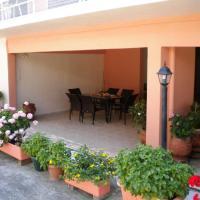 Tsakalos Apartments, hotel a Edipsos