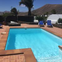 Villa Lucky - Heated Pool, hotel in Mácher