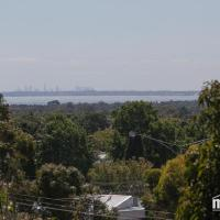 6 Bedrooms/9 Beds Huge House|City+Park Views|Beach, hotel in Frankston