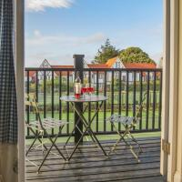 2 Bell Lodge, Thorpeness, hotel in Thorpeness
