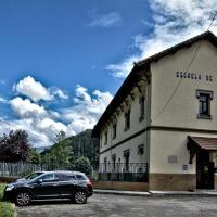 Albergue Juvenil de Bustiello, hotel in Bustiello
