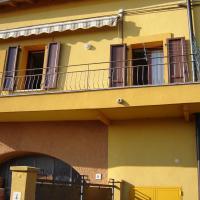 CASA DEL SOLE APPARTAMENTO N° 2 WHITE AND GOLD ROOM, hotel a Gavardo