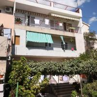 Apartments with a parking space Makarska - 6885