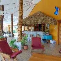 Gumbo Limbo Jungle Resort, hotel in Cool Shade