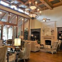 Louisiana Cajun Mansion, hotel in Youngsville
