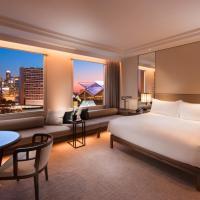 Conrad Centennial Singapore (SG Clean), hotel in Singapore