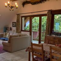 Oak Tree Apartment - Tölgy Lak, hotel in Pilisszentkereszt