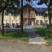 Dom Weselny Zielony Zakątek, hotel in Jarocin