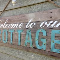 Tamarac Island Cottage, hotel em Stokes Bay