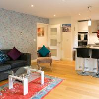 Penthouse with Terrace 5 mins walk to City Centre & Colleges & Sleeps 6