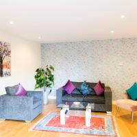 Penthouse with Balcony 5 mins walk to City Centre & Colleges & Sleeps 6