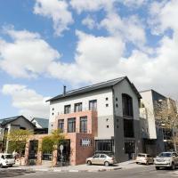 Heritage Square Apartments, hotel in Durbanville