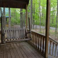 Appalachian Camping Resort Log Home 7, hotel in Shartlesville