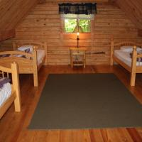 Appalachian Camping Resort Log Home 6, hotel in Shartlesville