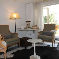 Cosy Holiday Home in Heiloo with Sunlit Terrace, hotel in Heiloo
