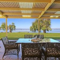 Waterfront Bliss, hotel in Yarrawonga