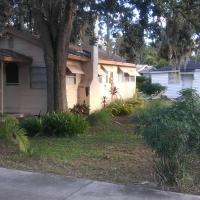 1 Cozy Bungalow and 1 Cozy Efficiency Cottage in Titusville