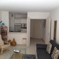 Lovely one bedroom apartment with balcony & wifi just minutes walk from Palais and Cannes beaches 109