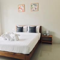 Snooze Inn Phuket, hotel in Ban Pa Khlok