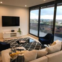 StayCentral Essendon Escape Sub-penthouse, hotel near Essendon Fields Airport - MEB, Melbourne