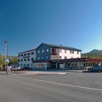 Hamarøy Hotel, hotel in Innhavet