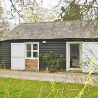 Stable Cottage, hotel in Wootton Rivers
