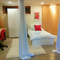U of A Homestay, Trails & Whyte Ave