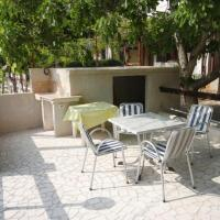 Apartments by the sea Merag, Cres - 7877, hotel in Cres