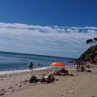 Espectacular apartamento en primera línea de playa, hotel in Miami Platja
