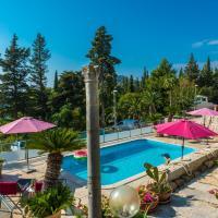 Villa Carmen Rooms & Apartments, hotel in Mlini