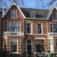 hidden pearl family home, hotel in Haarlem