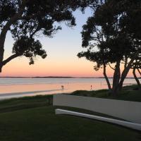 Orewa Beachfront Haven, hotel in Orewa