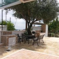 Kanarinis Apartments, hotel in Omodos