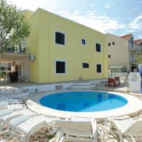 Dragan's Den Hostel