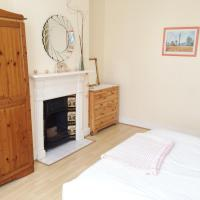 Spacious West London Apartment, hotel in Acton, London